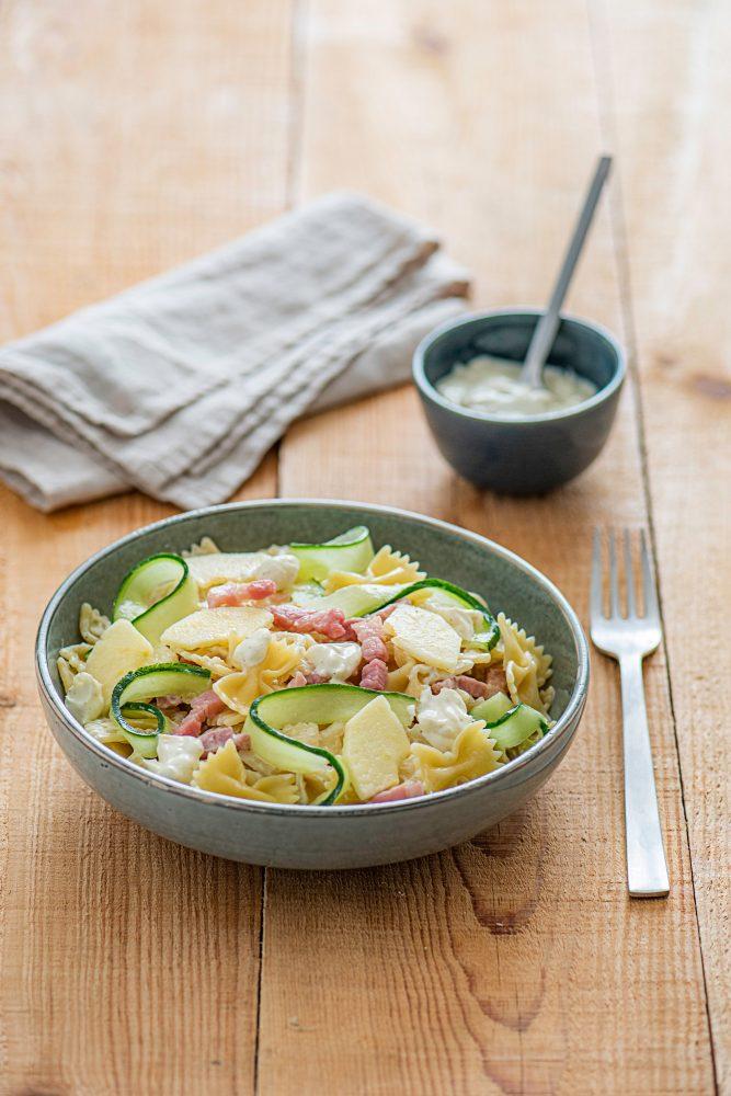 MARMITON - Salade de pâtes, pomme, concombre et lardons
